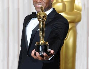 Holding-Oscar